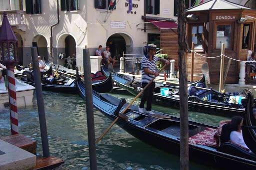 Gondoles pour les touristes.