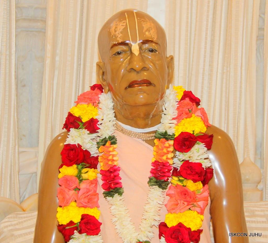 ISKCON Juhu Sringar Deity Darshan on 31st July 2016 (48)