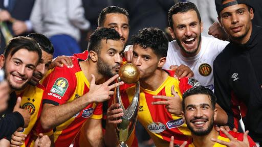 الترجي يقرر تسليم الكأس القاري والميداليات إلى الاتحاد الافريقي لكرة القدم
