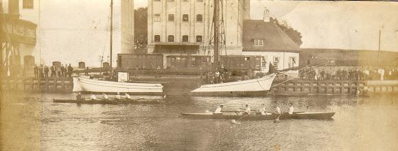 Photo: 1912 Klubkaproning i Odense Roklub