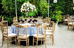 Album (digital) de fotos de centros de mesa altos. Fotografias digitais da Carla Flores, que faz decoração floral em eventos sociais e corporativos usando as mais lindas flores. Faz bouquet (buquê) de noiva, decoração de casamento, decoração de festas, decoração de 15 anos, arranjos de mesa, decoração de salão de festa, locação de mobiliário, decoração de igreja, arranjos de casamento e decoração dos mais lindos eventos. Atua em Niterói, Rio de Janeiro (RJ).