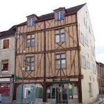 Place du marché : maison brique et colombage