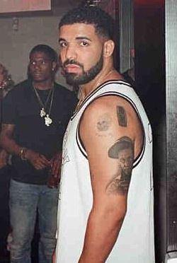 Drake Shameless Stares At Nicki Minaj's B.utt In New Photo (Must See)