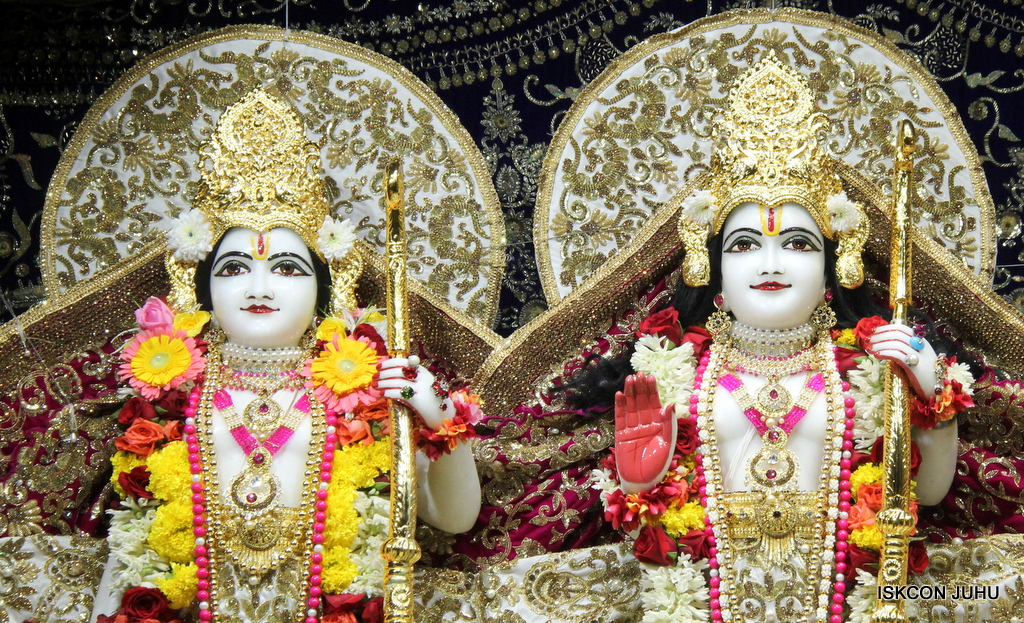 ISKCON Juhu Sringar Deity Darshan on 11th Sep 2016 (52)