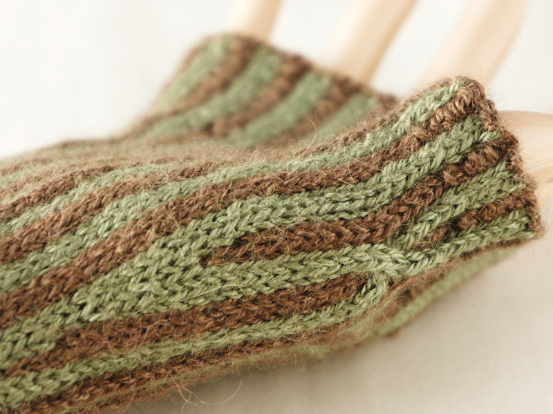 Knits and Crafts: Between the Lines fingerless gloves pattern