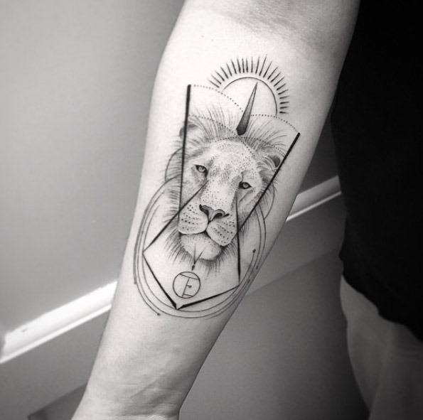 Este leão