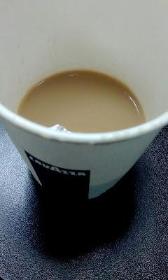 cafea cu lapte lavazza piata romana