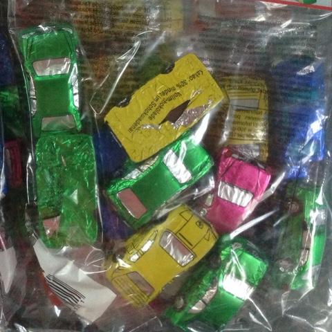 Schokoladenautos in der Verpackung