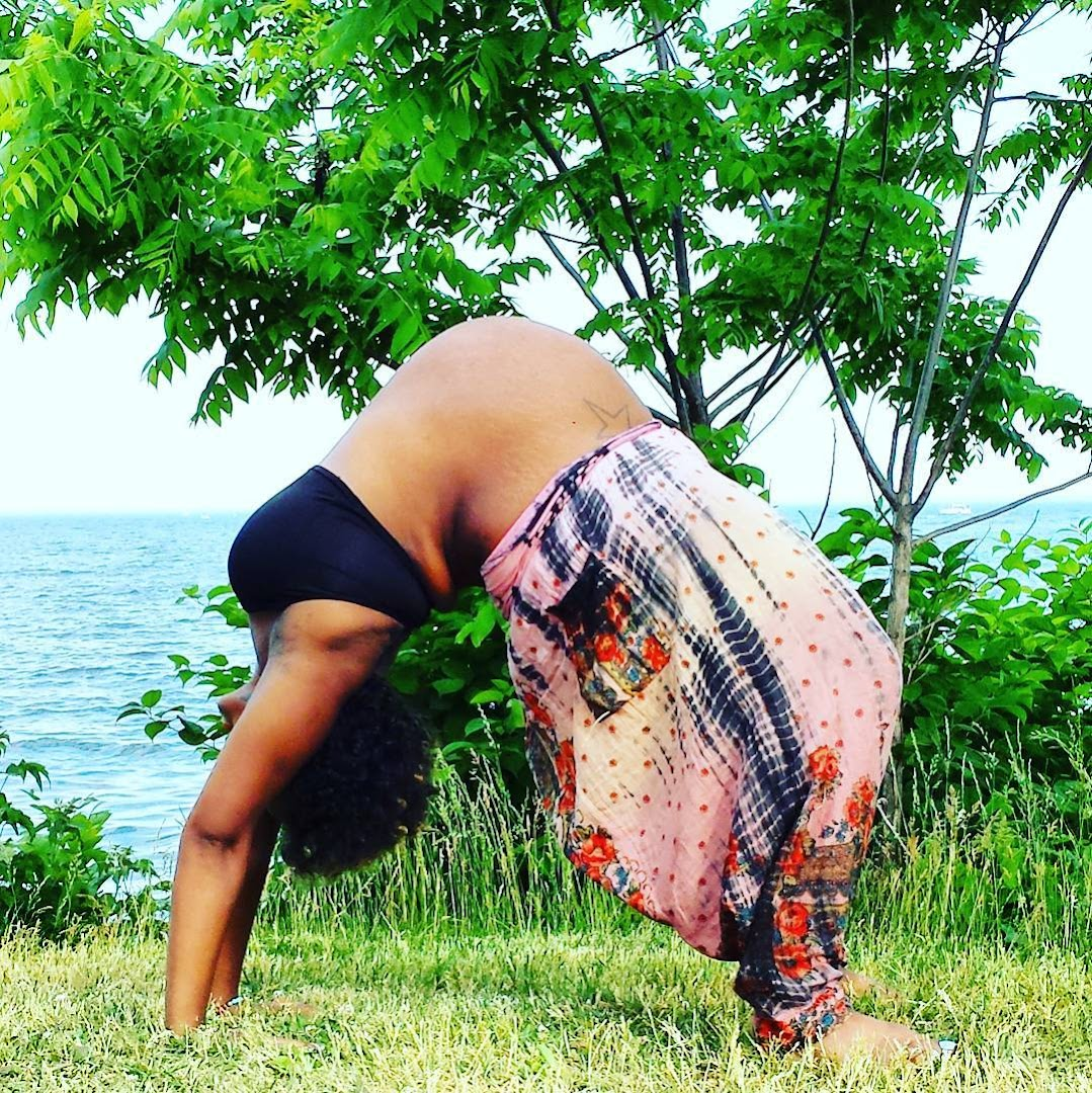 Photos of Heavily Pregnant Woman's Amazing Yoga Poses