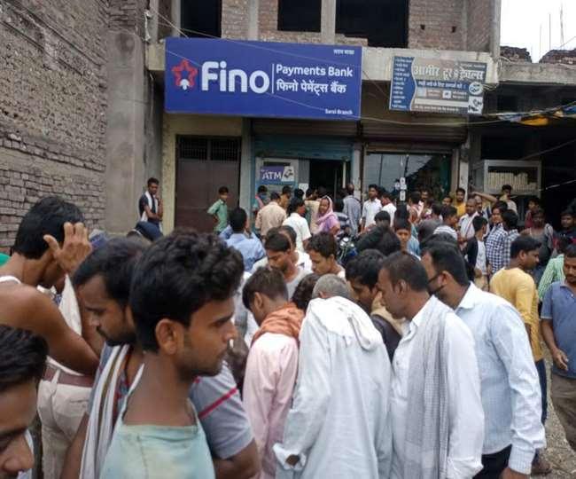 वैशाली में दिनदाहाड़े फिनो बैंक से चार लाख रुपये की लूट, अपराधियों ने की कई राउंड फायरिंग
