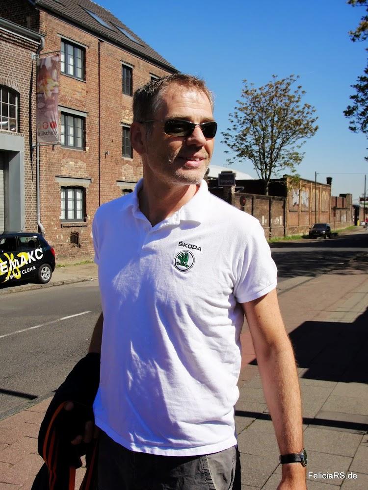 Peter in einem Škoda Polo, was für eine Ehre.