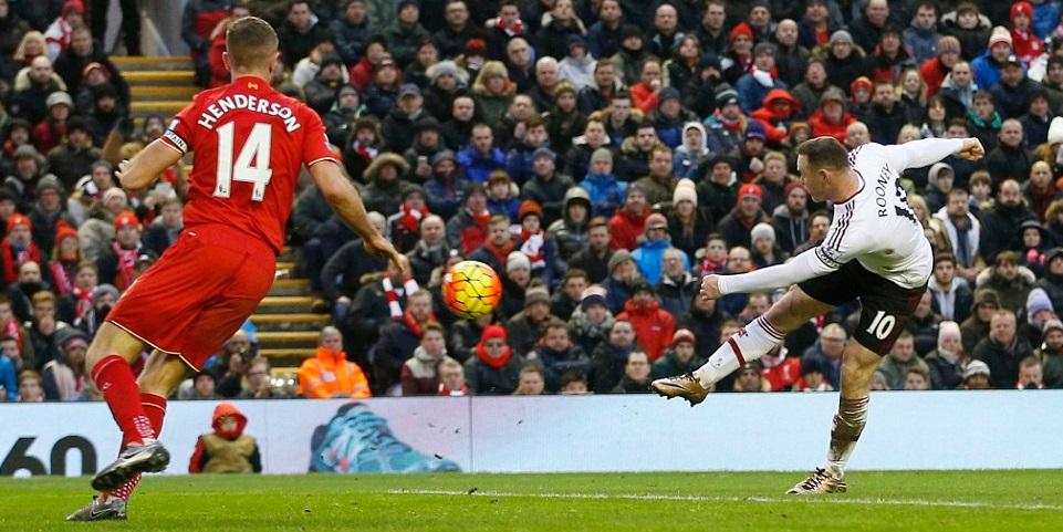 El United vence el clásico ante el Liverpool, el City se acerca a Arsenal y Leicester