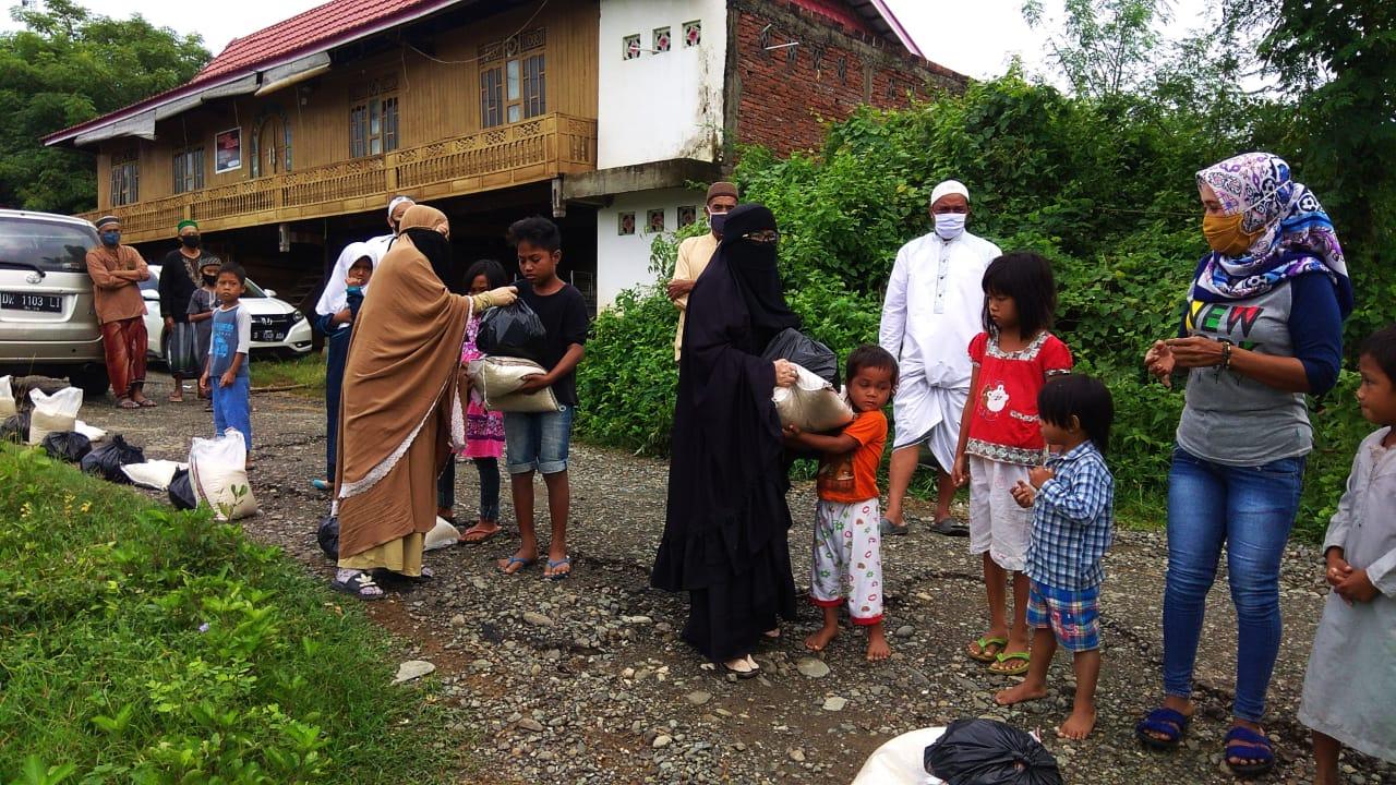 Selamat Group Bagi Paket Ramadan ke Ratusan Anak Yatim di Tengah Pandemi Covid-19