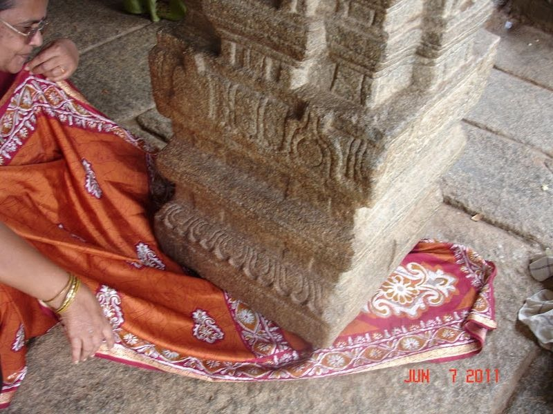lepakshi-temple-hanging-pillar-7