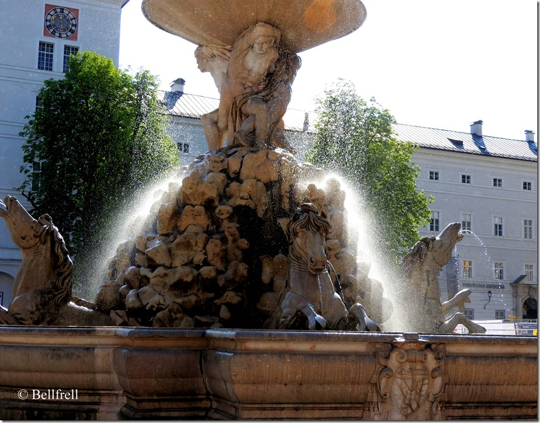 Residenzbrunnen 4