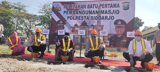 Kapolresta Sidoarjo Lakukan Peletakan Batu Pertama Pembangunan Masjid