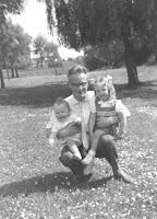 Groeneweg, Cornelis, Marianne en Peter 1959 Sportdorp.jpg