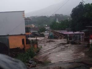 Puluhan Rumah Dan Kendaraan Hanyut Ke Bawa Arus Banjir Bandang Di Kecamatan Cicurug