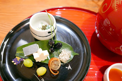 Tousuiro, a Tofu Kaiseki restaurant. Tousuiro specializes in homemade tofu and offers a kaiseki dinner that can include seafood or can also be completely vegetarian. This is the can have seafood version of the first course