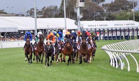 caulfield cup_after the start 1