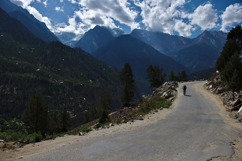 In departare Kinner Kailash pe urcusul spre Kalpa.