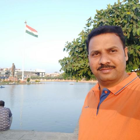 user santhosh Somala apkdeer profile image