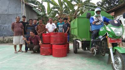Peduli lingkungan bersih, Warga RT. 01.RW.03 Desa Pegagan Kidul Secara Swadaya Bagikan Tong Sampah