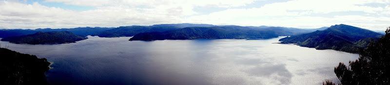 Ausblick vom Wandertrail, 600m über dem See