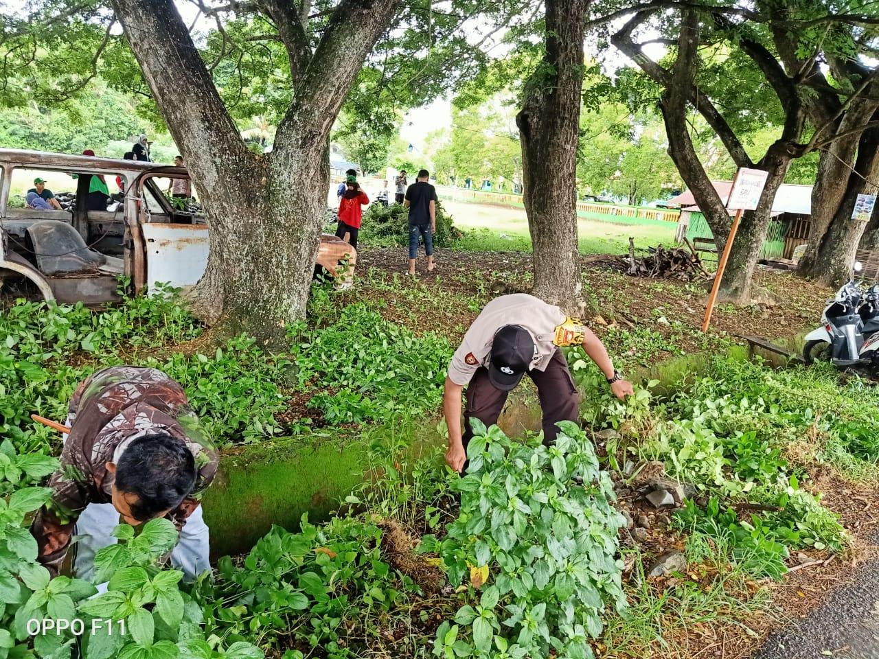 Kapolres Soppeng Laksanakan Kerja Bakti di Sekitar Polres dan Polsek Jajaran