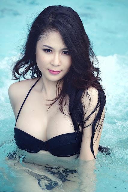 Julia Nguyễn bikini bốc lửa khoe eo cong sexy