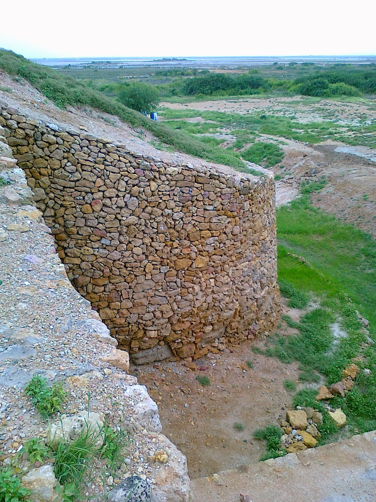 Fortified_boundary_wall_of_the_Citadel