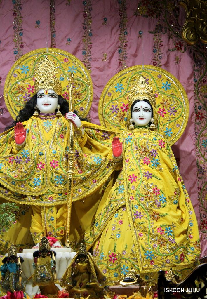 ISKCON Juhu Mangal Deity Darshan on 18th Jan 2017 (3)