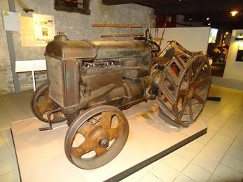 2018.07.01-034 tracteur dans le musée