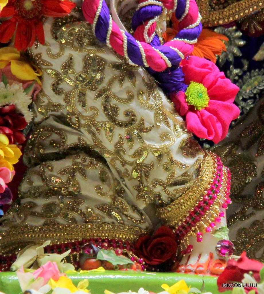 ISKCON Juhu Sringar Deity Darshan on 24th Oct 2016 (20)