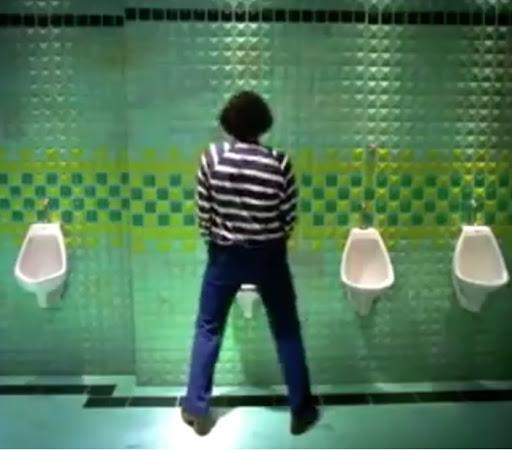Campanha do refrigerante Sprite para promover a limpeza das mãos após o xixi.