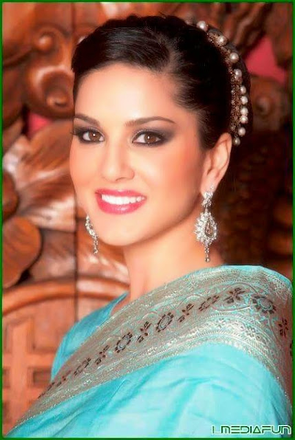 Hot Sunny Leone in Saree Dress Pictures