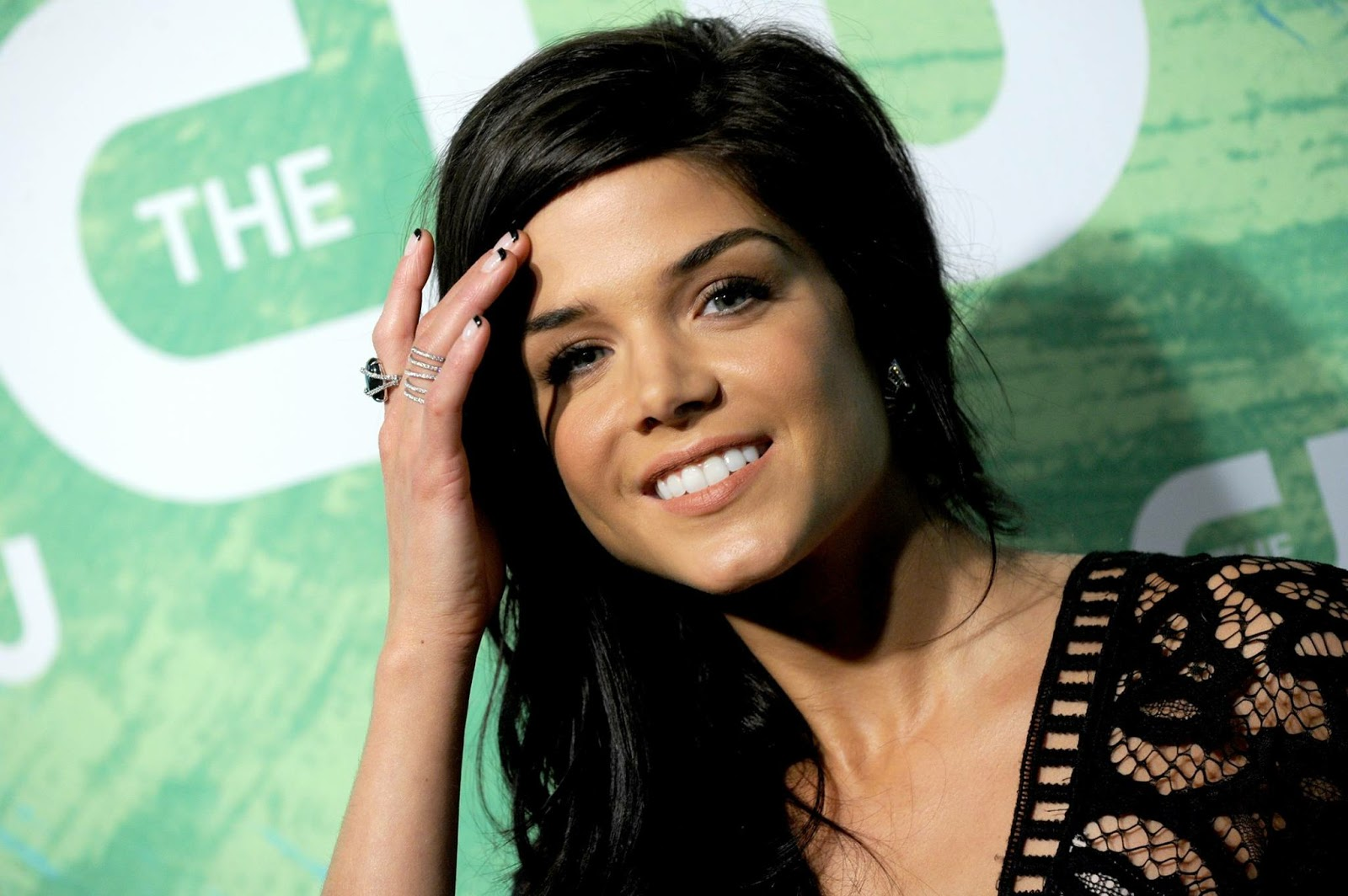 Marie Avgeropoulos Awe...