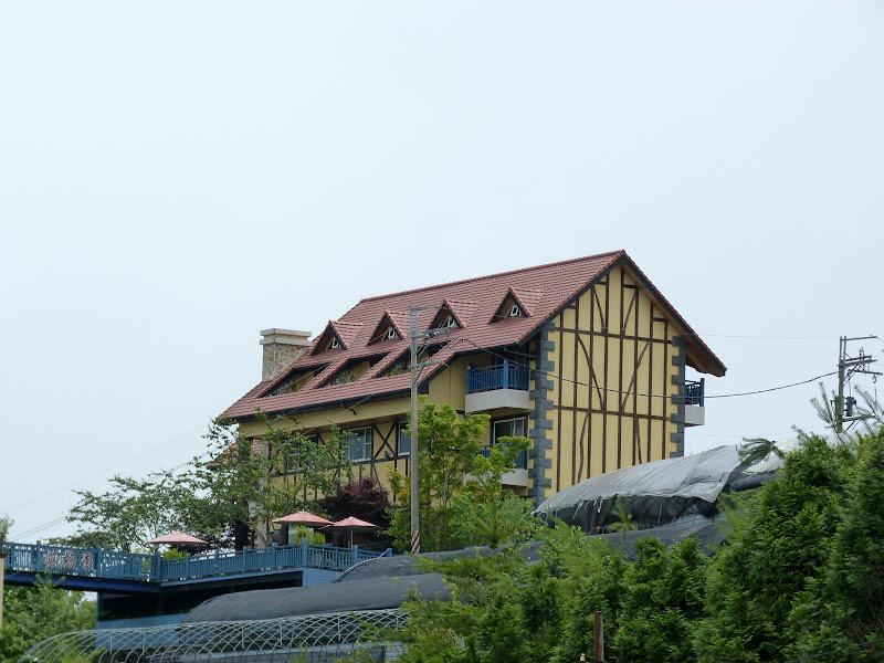 Avant étaient les champs. Maintenant ce sont des dizaines d'hôtels et de guest house au style indetermin�é...