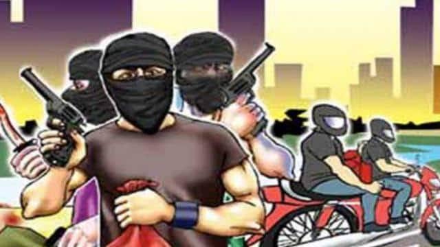 मधेपुरा:वारदात:हथियार का भय दिखाकर बाइक और मोबाइल की लूट
