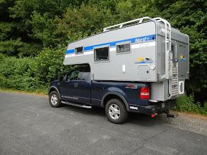 Photo: Die 2013er Nordstar Camp 8,5 C sitzt perfekt auf dem  Ford F-150.  Infos zur Nordstar 8,5 C finden Sie hier: http://www.nordstar.de/nordstar-modelle/camp-85-c/index.html
