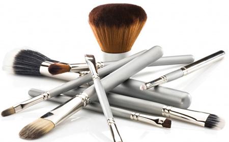Μυστικά που μας διευκολύνουν Makeup-brushes-care-and-cleaning-tips