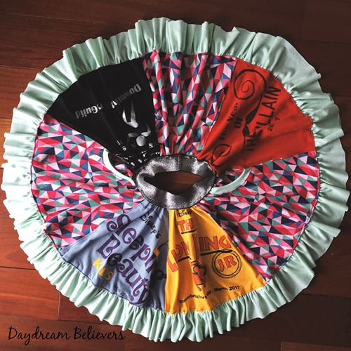 How to make an upcycle tee shirt skirt. Daydream Believers