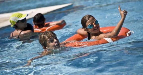Busca la piscina m s cercana para darte un ba o en verano for Piscina francos rodriguez