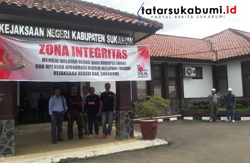 Kades Jambenenggang Kebonpedes Dilaporkan Warganya ke Kejaksaan Negeri Kabupaten Sukabumi