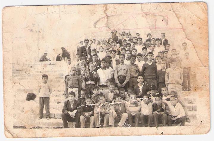 رحلة مدرسة فقوعة الى مدينة القدس عام 1967 528551_332533706819592_100001888951306_848736_1981685292_n