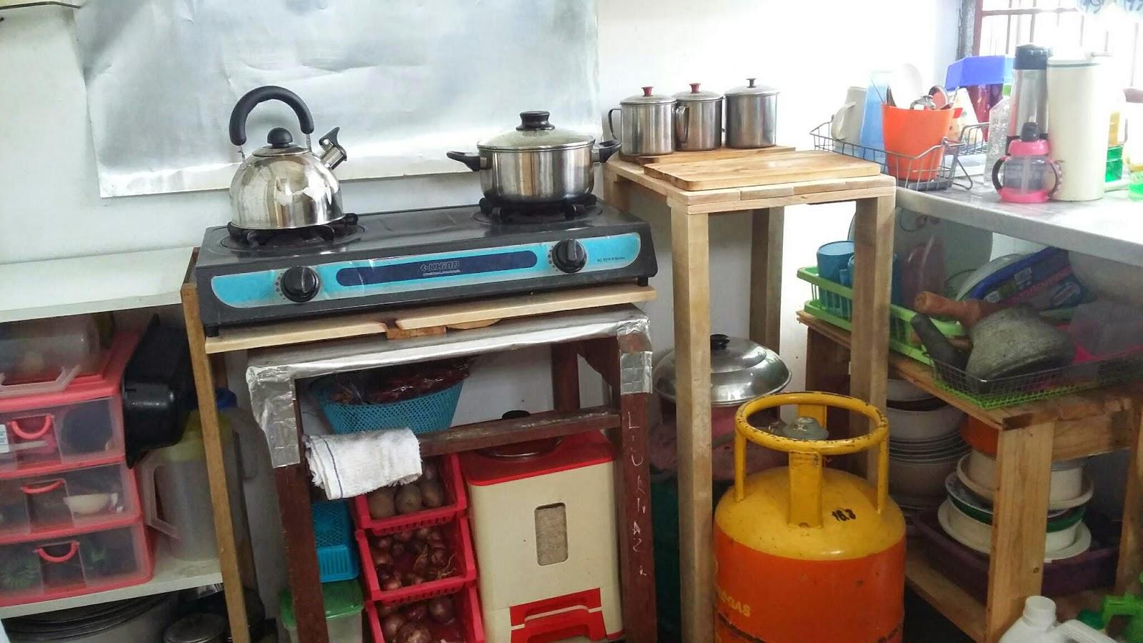 Bawah Troli Dimanfaatkan Buat Letak Perkakasan Kecil Dapur Segala Ba Dan Bekas Beras Ok Tu Barang Paling Mahal Kat Ni Penah