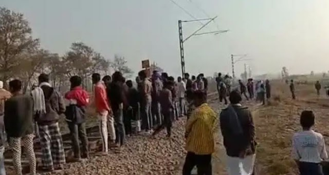 ट्रेन से कट कर युवक ने की आत्महत्या* *परिजनों में मचा कोहराम