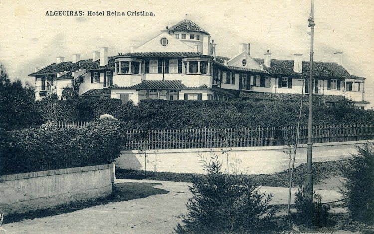 El colonial hotel Reina Cristina. Pieza maestra en el conjunto ludico creado por los ingleses para descanso de sus ciudadanos de Gibraltar. Postal.JPG