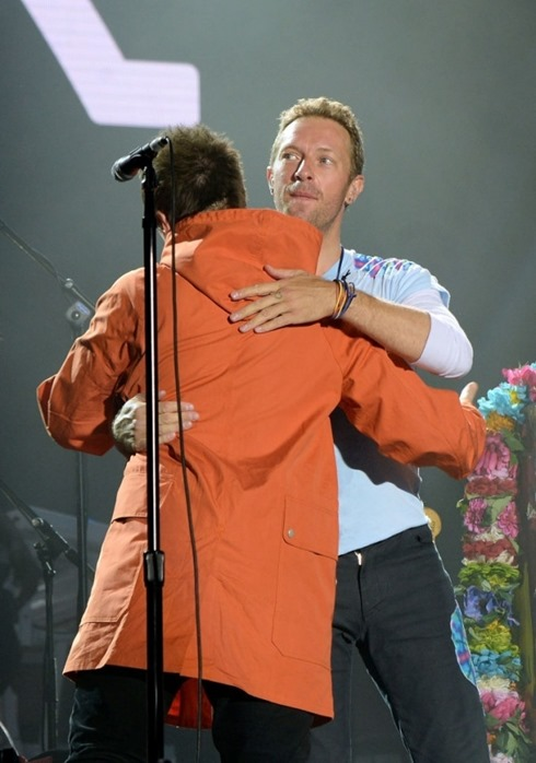 liamgallagher-chrismartin-OneLoveManchester