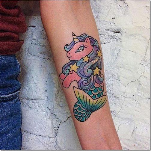 hipnotize_con_el_de_magia_colorido_y_ludico_unicornio